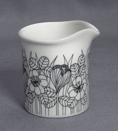 Esteri Tomula / Arabia, creamer (1978-79) Finnish Tattoo, Vintage Restaurant, Shopping Places, Blue And White China, Color Palate, Breakfast In Bed, Japanese Design, Marimekko, Trendy Colors