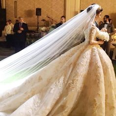 Live photos from a wedding in Dubai with the bride in a couture gown by Michael Cinco!