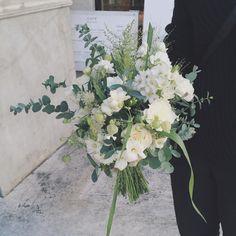 フリージアの良い香りがするクラッチブーケ #flowers #wedding #bouquet #RaQue #ブーケ