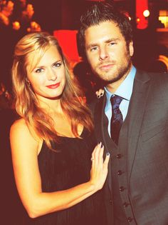 Maggie Lawson and James Roday (Juliet and Shawn from Psych- I love that they are together in real life) Love love them as a couple Shawn And Juliet, Shawn And Gus, Shawn Spencer, Best Tv Shows, Movies And Tv Shows, Pretty People, Beautiful People, Gorgeous Men, Beautiful Women