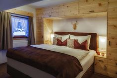 Cozy bedroom, pine wood, Box spring with loden - authenthic materials from the region (Chalet Knor, Niederthai, Oetztal Valley, Austria)