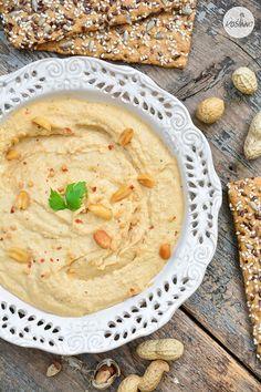 Roślinna : Hummus z masłem orzechowym i pieczonym czosnkiem