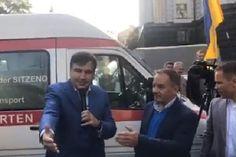 Что происходит: Под окнами Гройсмана «скорые» и Саакашвили, - видео