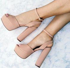 Trendy High Heels For Ladies : Tacones nude que toda mujer debe tener comoorganizarlaca… Nude heels that ever… Pretty Shoes, Beautiful Shoes, Crazy Shoes, Me Too Shoes, Stilettos, Pumps, High Heels Plateau, Cute Heels, Platform High Heels