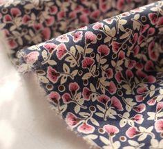 Coton japonais imprimé fleuri type Liberty rose bleu marine50*140cm