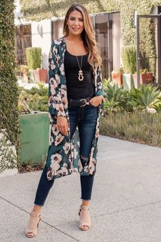 May 2019 - Green Floral Print Chiffon Long Maternity Kimono Floral Cardigan Outfit, Long Kimono Outfit, Long Floral Kimono, Look Kimono, Style Kimono, Cardigan Outfits, Casual Outfits, Fashion Outfits, Long Cardigan Outfit Summer