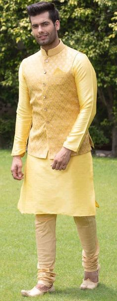 Grab The Attention With These Amazing Haldi Ceremony Outfits Haldi Ceremony Outfit Ideas For Men This Wedding Season<br> No efforts are put in by men to get the perfect look for haldi ceremony. So, here we have some outfit ideas for men.