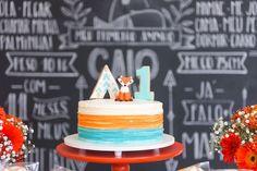 Bolo de aniversário com tema de raposa, laranja, turquesa e off white. Foto: Juliana Laporta Fotografia