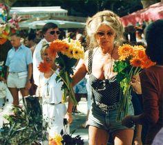 "summers-in-hollywood: ""Brigitte Bardot on the set of Shalako, 1968 "" Brigitte Bardot, Bridget Bardot, Serge Gainsbourg, Most Beautiful Women, Beautiful People, Old Portraits, Susan Sarandon, Jane Birkin, Glamour"