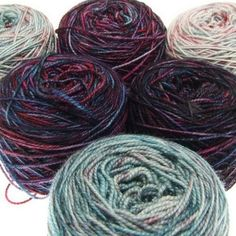 Finaly got my yarn picked and cast on my #mixedupmkal #handdyed #handdyedyarn #dibadufunnies #twistedfifties #trioaquarell