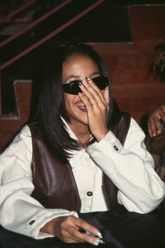 Aaliyah 1994 Pictures and Photos Rip Aaliyah, Aaliyah Style, Aaliyah Haughton, 2000s Trends, Thug Girl, Gladys Knight, My Funny Valentine, 90s Hip Hop, Hip Hop Fashion