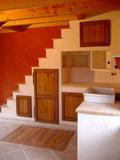 Chaux niches sous escalier