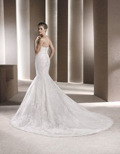 Graceful Train <3 Sweetheart neckline with a mermaid style wedding dress - Get it @ House of Silk Bridal Studio Cape Town