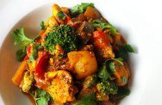 Een curry met kip, broccoli, aubergine en paprika. Supersimpel, met superveel smaak!