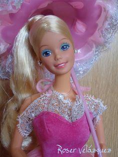 1985 Dream Glow Barbie Doll - 2248 Blonde - Stole and Gown Glow in the Dark, Umbrella Parasol and SuperStar Hair Brush - Mattel Barbie 80s, Malibu Barbie, Doll Clothes Barbie, Barbie Dream, Barbie World, Barbie And Ken, Vintage Barbie, Barbies Dolls, Barbie Collection