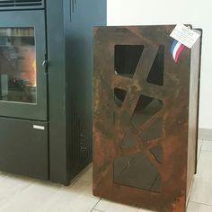 Installation d'un stockage pellets GranuleBox, modèle 55kg de capacité, finition oxydée.