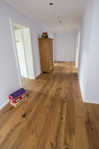 Wood Flooring The plank oak Oak Camino by Kährs is also in a household with children … Villa Design, Floor Design, House Design, Home Interior Design, Interior Decorating, Doors And Floors, Wood Floor Kitchen, Sweet Home, House Stairs