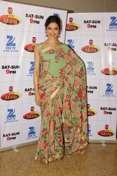 Deepika Padukone Looks Stunning In Saree At Film 'Piku' Promotions On The Sets Of 'Dance India Dance - Super Moms' In Mumbai ★ Desipixer  ★