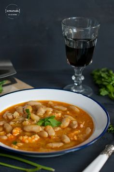 FABES CON LANGOSTINOS Spanish Stew, Spanish Kitchen, World Recipes, Fish And Seafood, Chana Masala, I Foods, Beans, Ethnic Recipes, Sea Food