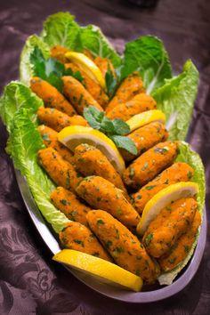 Turkiska linsbiffar Vegetarian Recepies, Vegetarian Cooking, Vegan Recipes, Cooking Recipes, Vegetarian Who Eats Fish, Lchf, Zeina, Turkish Recipes, Healthy Breakfast Recipes