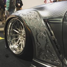 Yeah it's actually paint! @saviniwheels #artis #vividracing #nissan #gtr #sema2015 #sema #savini #metalpaint #nissangtr #carswithoutlimits #carsofinstagram
