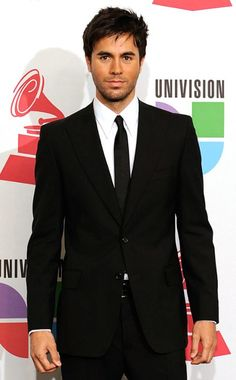 Enrique Iglesias... there are few things I love more than a hot Spanish man