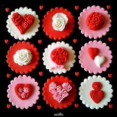 Valentine cupcake toppers on Cake Central - Mode Paare Cupcakes Design, Love Cupcakes, Love Cake, Fondant Cupcakes, Fondant Toppers, Cupcake Cookies, Valentines Cakes And Cupcakes, Valentines Day Cakes, Valentine Cookies