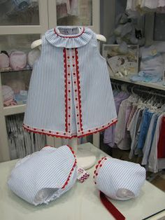 Monísimo Baby Outfits, Little Girl Outfits, Little Girl Dresses, Kids Outfits, Baby Dress Design, Donia, Bebe Baby, Baby Embroidery, Medieval Clothing