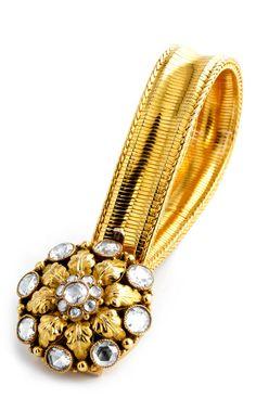 Länge: ca. 18 cm. Gewicht: ca. 30 g. GG 585. Um 1880. Antikes, feines Armband mit rosettenförmigem Mittelstück besetzt mit großen und kleinen Diamantrosen,...