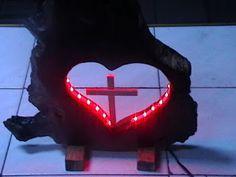 Produse artizanale si handmade: Heart and Cross Lucrarea este executata din lemn d...