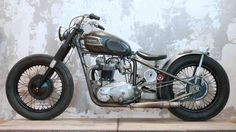 Triumph Bobber by Wrenchmonkees via Hook Motors Triumph Bobber, Motos Bobber, Bobber Bikes, Scrambler Motorcycle, Cool Motorcycles, Triumph Motorcycles, Vintage Motorcycles, Triumph 650, Triumph Motorbikes
