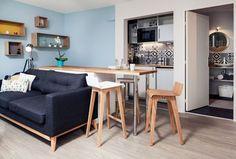Mobilier d'allure vintage, bleu pastel, bois chaud,... on retrouve les codes du style scandinave