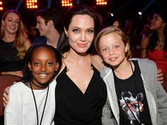Angelina Jolie entourée de ses filles pour son retour après son opération