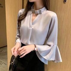 Korean Fashion Chiffon Women Blouses Woman Ruffle V-neck Shirt Elegant Women Butterfly Sleeve Blouse Shirts Blusas Mujer De Moda Dress Shirts For Women, Blouses For Women, Sleeves Designs For Dresses, Shirt Blouses, Blouse Designs, Korean Fashion, Ideias Fashion, Ruffle Blouse, Fashion Outfits