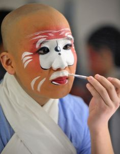 Spectacular make-up of #Chinese #opera, do you wanna have a try?