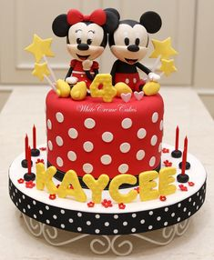 "774 curtidas, 9 comentários - White Creme Cakes (@whitecremecakes) no Instagram: ""Mickey & Minnie Mouse Cake for Kaycee . . #customize #handmade #3dcake #icing #fondant #cake…"""