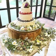 2016年11月に結婚式を挙げられた卒花嫁「sr1234.w」さま。披露宴会場は、ご新婦さまの大好きなお花がいっぱい!センス抜群のDIY作品とともに、ご新婦さまが用意されたたくさんのお花アイテムが会場を華やかに彩っています♡ナチュラルアンティークな雰囲気が素敵な会場デコレーションをご紹介します*