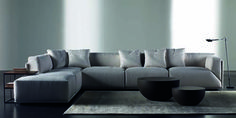 The characteristics of this modular sofa is the thin outer layer and the cut of the back and seat cushions. As with all sofas, fabrics and size of the sofa can be customised. ⠀⠀⠀⠀⠀⠀⠀⠀⠀ by Andrea Parisio ⠀⠀⠀⠀⠀⠀⠀⠀⠀ Sofa Design, Sofa Furniture, Living Room Furniture, Greige, Modul Sofa, Deep Sofa, Sofa Material, Corner Sofa, Fabric Sofa