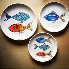 Adding pottery to your home décor is an innovative way of lighting it up and grabbing people's attention. As pottery is so diverse, incorporating it into your interior also offers the perfect oppor… Painted Ceramic Plates, Ceramic Painting, Ceramic Pottery, Ceramic Art, Slab Pottery, Hand Painted Ceramics, Ceramic Bowls, Pottery Painting Designs, Pottery Designs