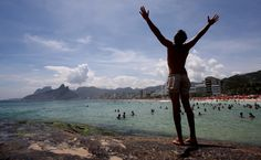 """""""No mar estava escrita uma cidade""""  Carlos Drummond de Andrade    448 anos do Rio é lembrado nas redes sociais  Termos mais ditos são """"Parabéns Rio de Janeiro"""" e """"Cidade Maravilhosa"""""""