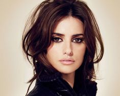 Penelope Cruz is involved with green causes, like Global Green and the Greenest City challenge. She has worn vintage dresses to various events and also works with other human rights organizations. Hair And Beauty, Beauty Makeup, Hair Makeup, Eye Makeup, Subtle Makeup, Neutral Makeup, Soft Makeup, Pure Beauty, Classic Beauty
