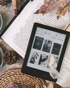 Junto do acompanhamento com especialistas, essas dicas podem te ajudar a lidar com esses sentimentos que ficaram mais perceptíveis durante a pandemia Autumn Photography, Book Photography, Book Instagram, Instagram Story, Book Aesthetic, Aesthetic Pictures, Kindle, Bookmarks For Books, Coffee And Books