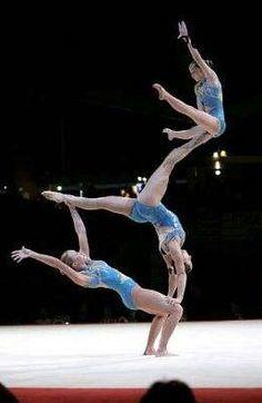 Acrobatische Babe gevuld