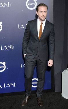Ryan Gosling Shows You the Right Way to Wear a Suit This Winter Mens Fashion Blog, Best Mens Fashion, Mens Fashion Suits, Mens Suits, Men's Fashion, Fashion Blogs, Luxury Fashion, Ryan Gosling Suit, Ryan Gosling Style