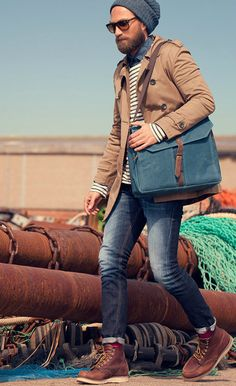 Beat the winter in Brown Trenchcoat, White Black Striped Sweater, Navy Denim Shirt, Blue Leatger Messenger Bag, Navy Jeans and a pair of Brown Leather Boots Estilo Hipster, Hipster Style, Hipster Guys, Mens Fashion Magazine, Herren Style, Moda Blog, Outfits Hombre, Look Man, Herren Outfit