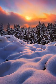 Sunset at Montlune, Auvergne, France  (by Florent Courty)