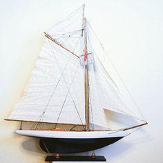 Drewniany model jachtu, stylowy model jachtu z drewna - podstawowy element morskiego wystroju wnętrz, ponadczasowa marynistyczna dekoracja, nobilitujący żeglarski prezent, stylowy dodatek w morskim stylu, żeglarski akcent i symbol pasujący do każdego pomieszczenia, drewniany model jachtu jako prezent nie tylko dla Żeglarzy i Ludzi Morza, pełen symboliki i elegancji upominek w morskim stylu  http://sklep.marynistyka.org/modele-jachtow-i-zaglowcow-c-7.html  http://Marynistyka.pl