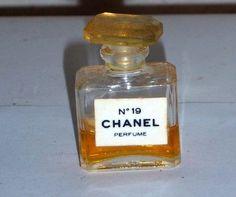 Chanel No. 19 mini