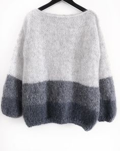 Jungen Vintage Pullover, beautiful knit sweater pattern is inspired by a style worn by women supporting the troops by w Loose Knit Sweaters, Mohair Sweater, Wool Sweaters, Sweater Knitting Patterns, Hand Knitting, Pullover Mode, Sweater Fashion, Pulls, Knitwear