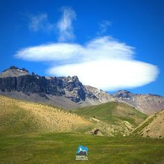 Nuvens lenticulares sobre as montanhas durante aTravessia Mendoza à Santiago Cruce de los Ande - Hoje nosso grupo fará uma caminhada de aproximadamente 5 horas até o Refúgio Real de la Cruz. Mas antes irão passar pelo passo Portillo Argentino (4350m) um dos mais belos do trekking.  #AltaMontanha #GentedeMontanha #ProntoParaAventura #Alpinism #montanhismo #montaña #mountain #Argentina #Chile #SpotBr #Spot #Garmin #deuter #trekking #CrucedelosAndes #Carnaval2016 #travessia #Mendoza #Santiago
